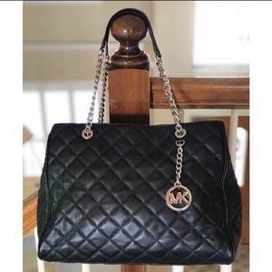 Black Michael Kors hand bag